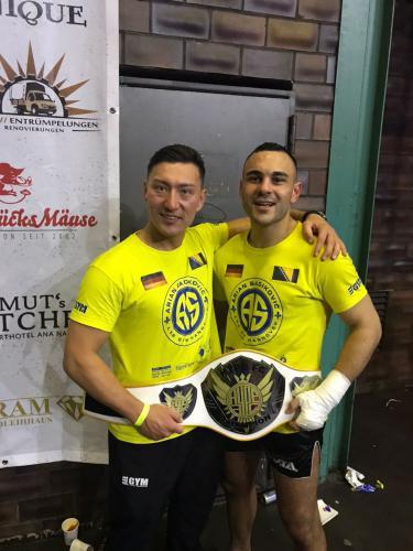 4 Mann Tournament Sieger Arian Sadikovic mit Meister Lee